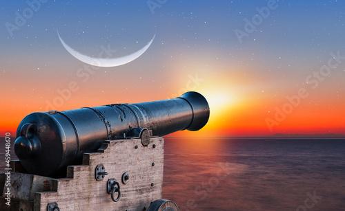 Foto Ramadan Concept - Ramadan kareem cannon with crescent moon at amazing sunset