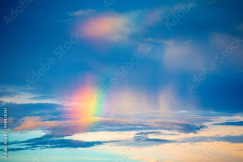 Wallpaper Mural 雨上がりの空に出現した七色の虹彩