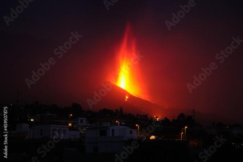 Photo La Palma's volcano eruption, in La Palma island (Canary Islands, Spain) - september 2021