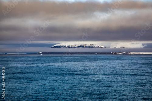 Obraz na plátně Mountain in the fog, the North Pole