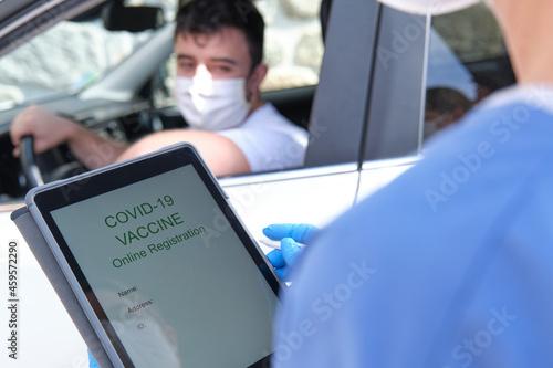 Obraz na plátne Medical staff doing an online registration prior to covid-19 vaccination
