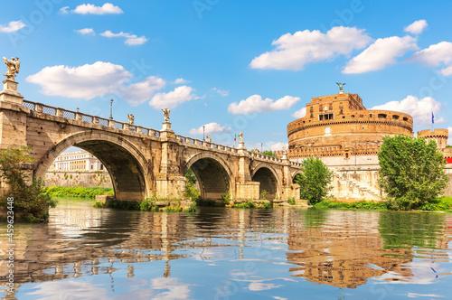 Foto Castel Sant'Angelo and the Aelian Bridge over the Tiber, Rome, Italy