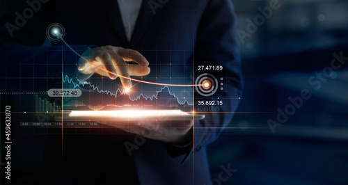 Fotografia Businessman using tablet online analysing growth graph financial data and sales profit on virtual interface target chart