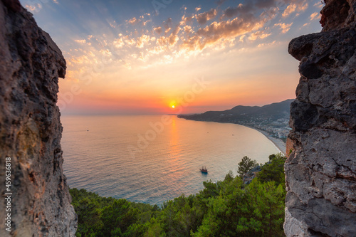 Photo Beautiful sunset at the Alanya castle by the Mediterranean Sea