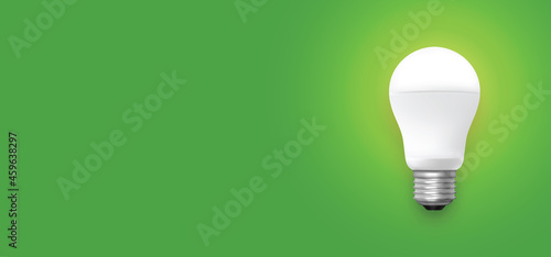 Foto Led light bulb on green background vector