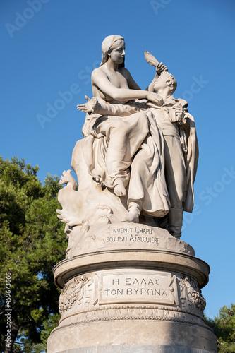 Fototapeta Lord Byron Denkmal in Athen, Griechenland