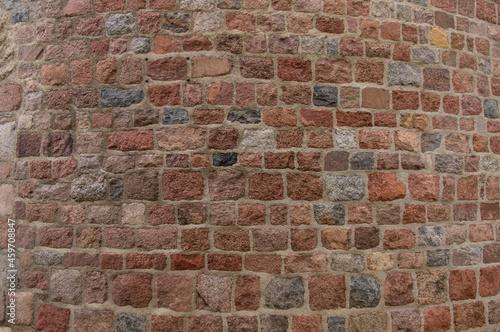 Romański mur kamienny