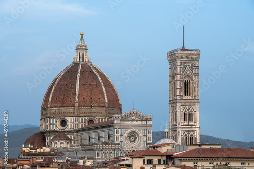 Photo View of the Duomo and Giotto's bell tower from the rooftops of Florence