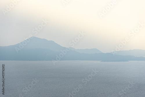 Widok na wybrzeże z wyspami w Chorwacji