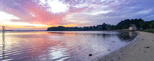 Fotografering Brittany, panorama of the Morbihan gulf, view from the Ile aux Moines, at sunris
