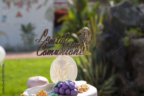 bouquet of flowers, cake on a light background in summer during the christening Fotobehang