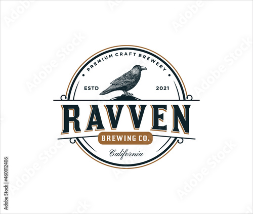 Fotografiet Handrawn ravven logo for brewing company