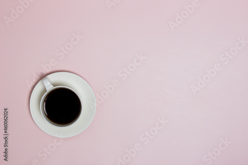 Fotografia A cup of coffee on the pink table