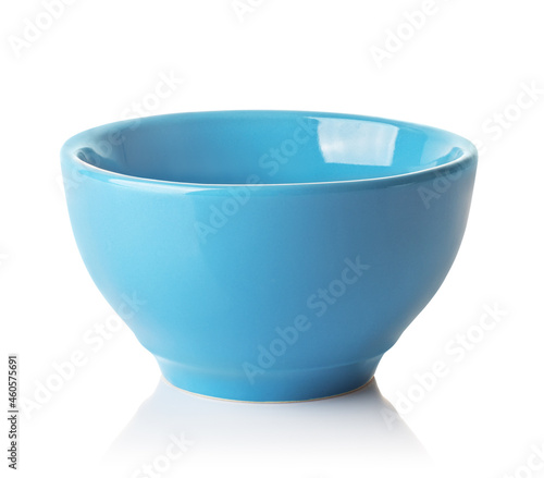 Fotografia empty blue ceramic bowl isolated on white