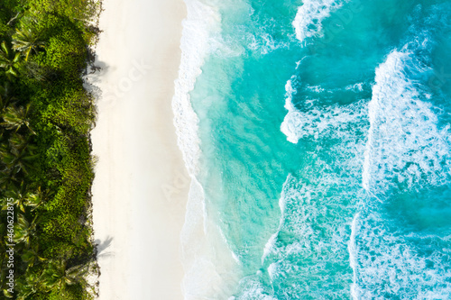 Fotografie, Obraz Aerial view of the island's beach and turquoise water