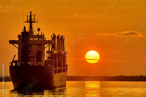 Fotografie, Obraz The ship is standing in the roadstead against the background of sunset