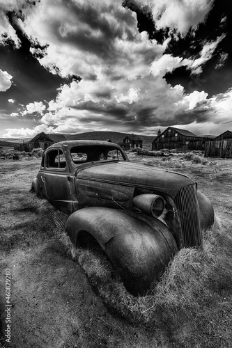 Obraz na plátně Old car wreck in Bodie ghost town in California