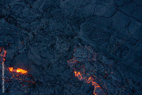 Canvas Print Patterns of lava from an active volcano eruption