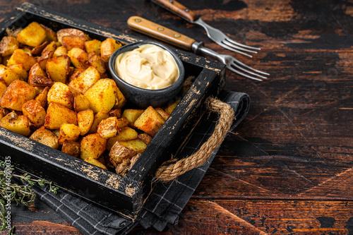 Canvastavla Patatas bravas traditional Spanish potatoes snack tapas