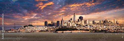Fotografie, Obraz Skyline San Francisco Kalifornien als Panorama Aufnahme mit Himmel und Wolken Ge