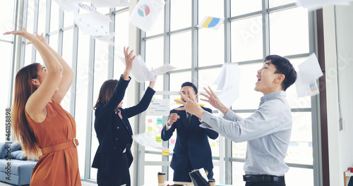 Group of business people finish job done throwing paper work and dance with happiness Fototapet
