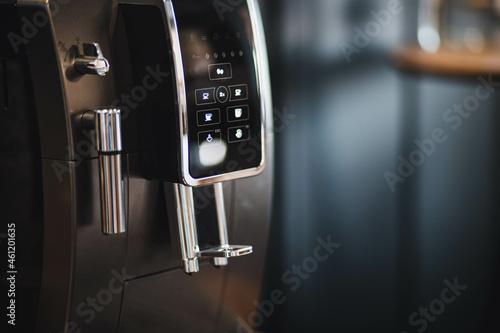 Fotografie, Obraz Machine a café en marche, la machine et neuve et brille