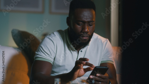 Slika na platnu African American fan placing stakes in online app