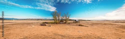 Slika na platnu Abandoned Farmhouse in the middle of Nowhere