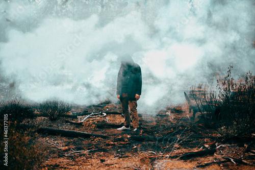 Foto Strange Man Standing in Smokey Forest