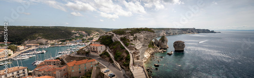 Fotografie, Obraz Panorama de la mer et ces roches de Bonifacio citadelle médiévale perchée sur un