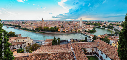 Tela Panoramic from the top of the Castle of Verona, with a view of the roofs and the alleys of the medieval city along the river