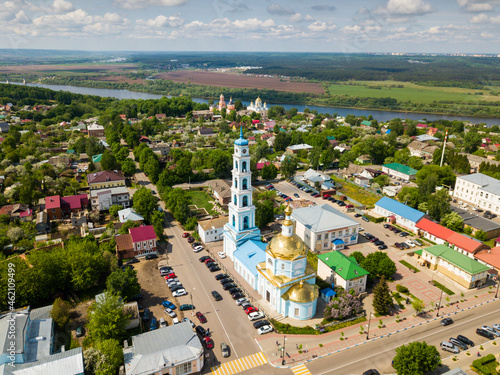 Valokuva Aerial view of Russian town of Kashira on bank of Oka River overlooking golden d