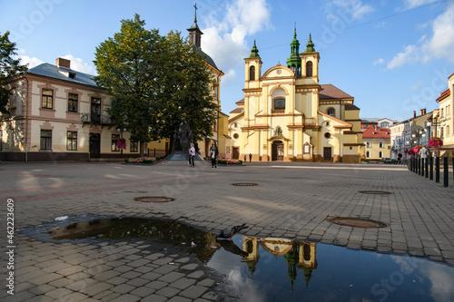 Fotografie, Obraz Morning view to Roman Catholic Church of Virgin Mary in historic center of Ivano-Frankivsk, Ukraine