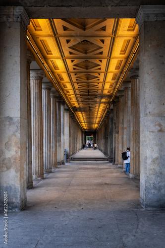 Fotografia Colonnade On Museum Island In Berlin