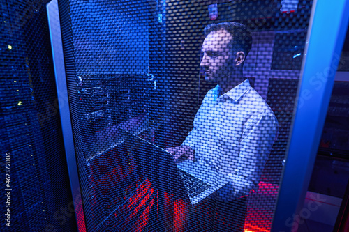 Professional system administrator maintaining data security in colocation center Fototapet