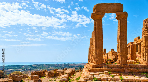 Photo The landscape with antique ruins of Juno Lacinia Temple, Agrigento, Sicily, Ital