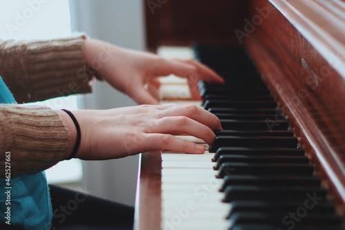 Canvastavla Hands playing the piano. Piano Rehearsal. Piano Keyboard