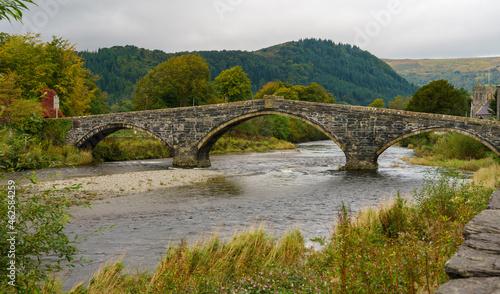 Fotografie, Obraz a 3 arch stone bridge ovber a river