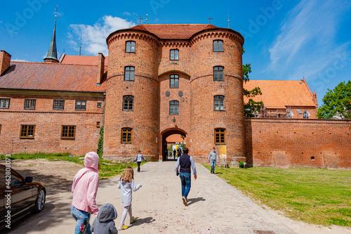 frombork zamek katedra muzeum cegła kopernik lato warmia mazury