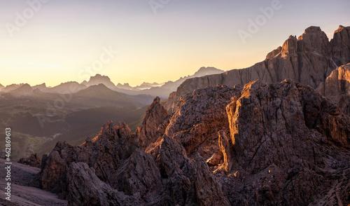 Photo Blick Richtung Osten vom Cirjoch bei Sonnenaufgang / Eastern view from Furcela d