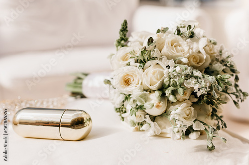 Murais de parede Wedding bouquet - Bouquet of white and green roses for the bride to wear during