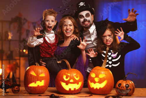 Tableau sur Toile Young caucasian family mother father and children in Halloween costumes and make