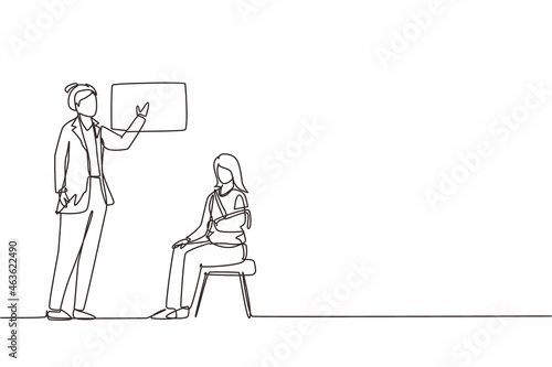 Single one line drawing medical doctor showing x-ray picture with limb fracture to female patient with broken arm Fototapet