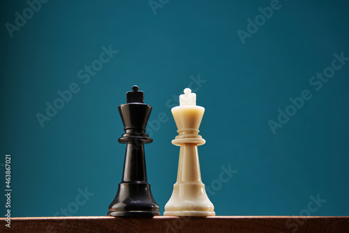 Fotografie, Obraz opposition of King chess piece