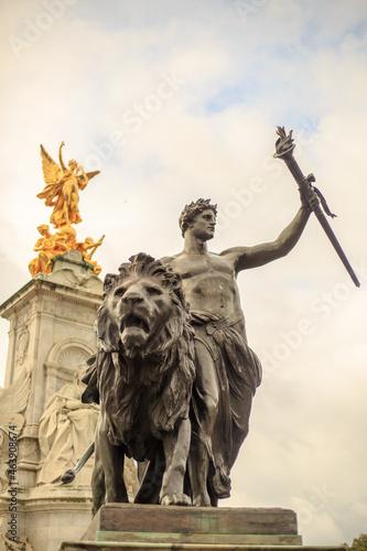 Fototapeta Queen Victoria Monument, London, 2021