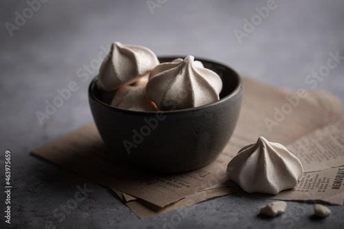 Fotografia, Obraz biscuits à la meringue fait maison dans un bol