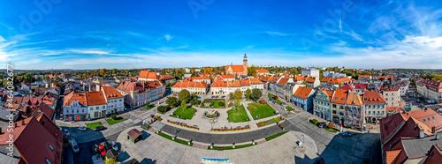 stare miasto Wodzisław Śląski na Śląsku w Polsce, jesienią z lotu ptaka, rynek