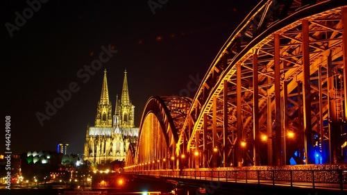 Foto ケルン大聖堂とホーエンツォレルン橋
