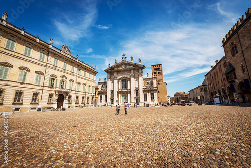 Canvas Print Sordello Square (Piazza Sordello) with the Saint Peter Cathedral, Bishop Palace and the Ducal Palace (Palazzo Ducale), Mantua downtown, Lombardy, Italy, Europe